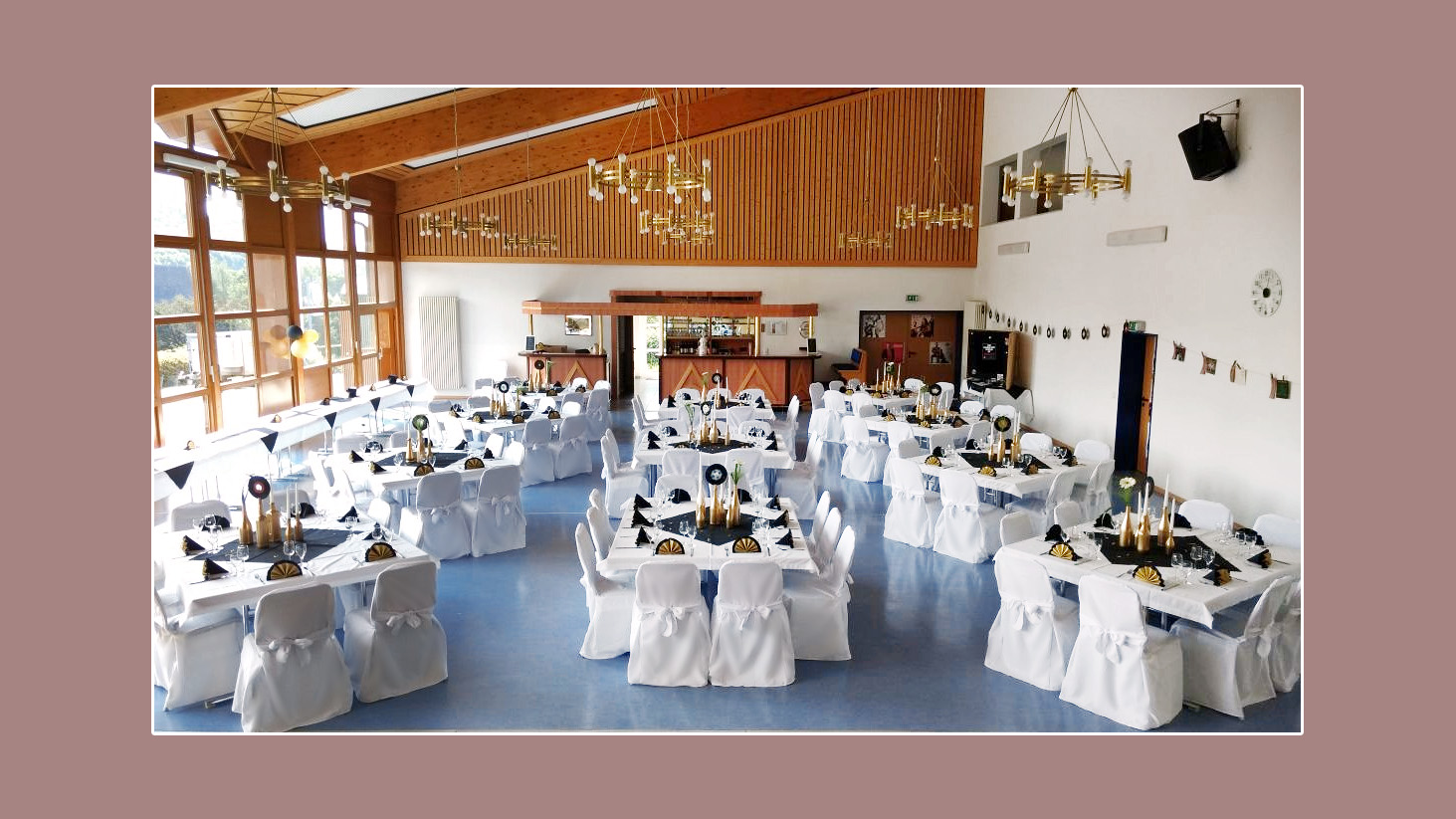 Dekoration für moderne Hochzeit in schwarz-weiß-Gold